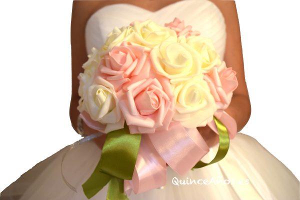 Ramo de flores rosas y blancas
