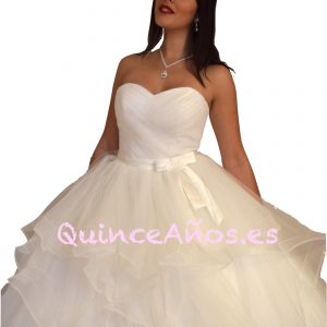 Vestido largo de novia con caida de cascada