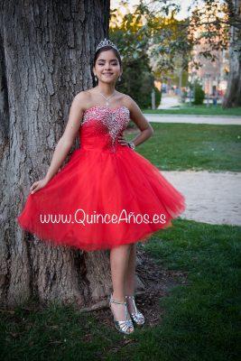 Vestido corto rojo con pedreria