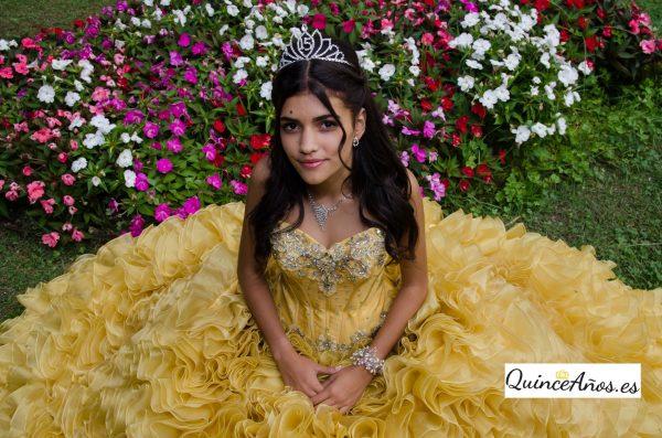 quinceañera amarillo